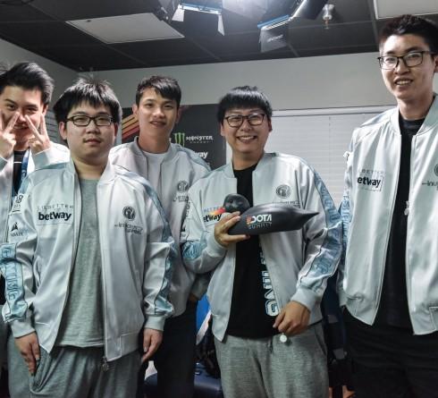 Take Home the Unique Cup! Invictus Gaming Wins the 11th Dota Summit Champion!