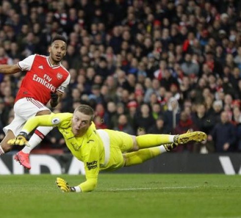 English Premier League Results: Arsenal Win Everton