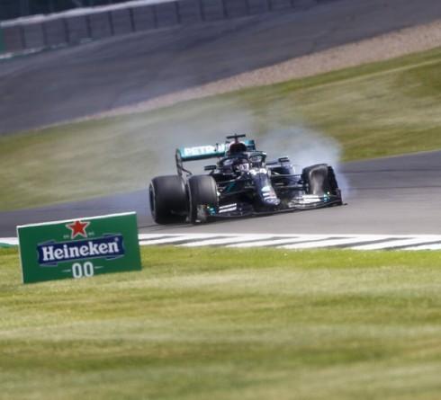 Hamilton stupendous victory despite a flat tyre