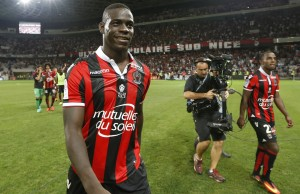 Balotelli scores twice on Nice debut to earn victory