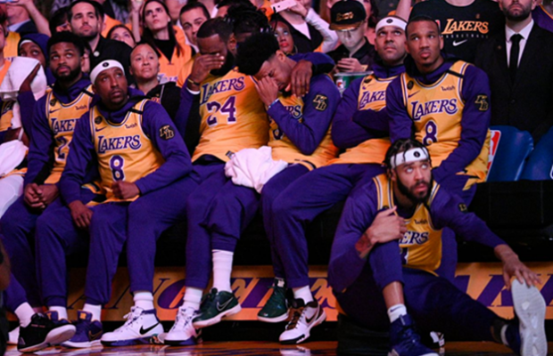 Lakers Honor Kobe Bryant with an Emotional Basketball Memorial