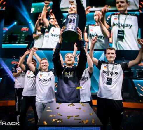 BIG mengalahkan Renegades untuk memenangkan DreamHack Open Leipzig
