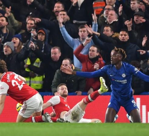 Dari Kepa Hingga Mustafi dan Luiz Jadi Sasaran Cemoohan Fan Kedua Klub