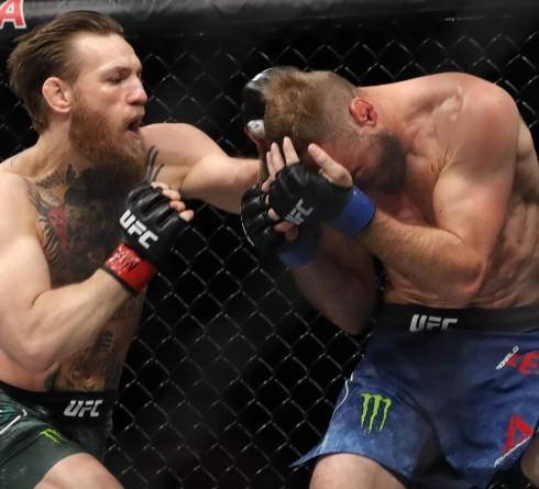 Catatan Penting Usai McGregor Menang TKO Atas Cowboy Cerrone