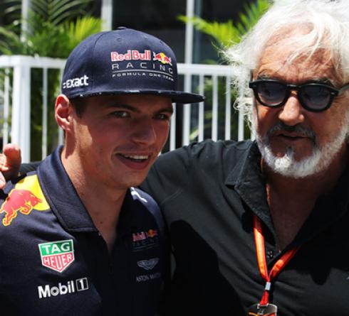 Mantan Bos Renault Bandingkan Verstappen dengan Leclerc