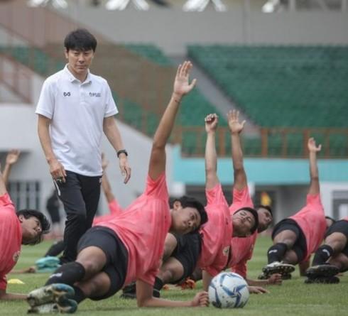 Iwan Bule Meminta Shin Tae Yong Membawa Timnas Senior ke Korea Selatan