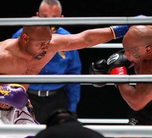 Pertandingan Tyson vs Jones Berakhir Imbang