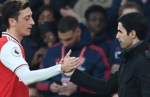 Arteta Coba Cari Jalan Terbaik untuk Ozil di Arsenal