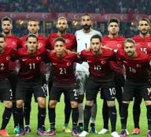 ฟุตบอล คัดยูโร 2020 กลุ่ม เอช ทีมชาติตุรกี (1, 19 คะแนน) -vs- ทีมชาติไอซ์แลนด์ (3, 15 คะแนน) เวลา  : 00.00 น. สนาม : เติร์ค เทเลคอม สตั๊ดยูมู ราคาบอล : ทีมชาติตุรกี ต่อ 0.5/1 -5
