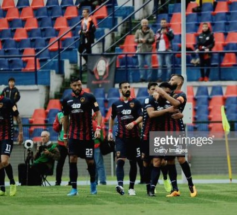 COSENZA, ITALY - OCTOBER 05: Emmanuel Riviere of Cosenza celebrates the oprning goal during the Serie B match between Cosenza Calcio and Venezia FC at Stadio Friuli-Dacia Arena on October 5, 2019 in Udine, Italy.  (Photo by Getty Images/Getty Images)