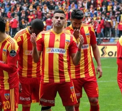 ฟุตบอล ตุรกี เฟเนร์บาห์เช่(7) -vs- เคย์เซริสปอร์(18) สนาม : อุลเกร์ สต๊าดยูมู เวลา 00.00 น. ราคาบอล : เฟเนร์บาห์เช่ ต่อ 1.5