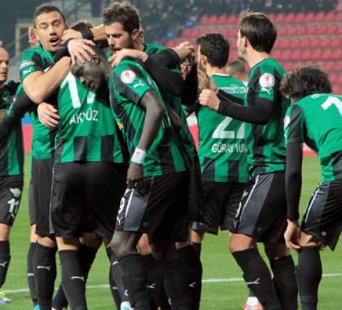 ฟุตบอล ตุรกี ดิวิชั่น 1 อัลตาย (7) -vs- อัคฮิซาร์สปอร์ (5) สนาม : บอร์โนว่า อาซิซ เวลา : 23.00 น. ราคาบอล : อัคฮิซาร์สปอร์ ต่อ ปป