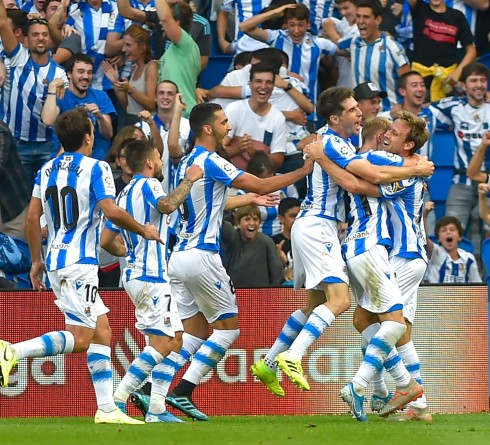 Real Sociedad's players celebrate after Real Sociedad's Spanish defender Nacho Monreal scored a goal during the Spanish league football match Real Sociedad against Club Atletico de Madrid at The Anoeta Stadium in San Sebastian on September 14, 2019. (Photo by ANDER GILLENEA / AFP)        (Photo credit should read ANDER GILLENEA/AFP/Getty Images)